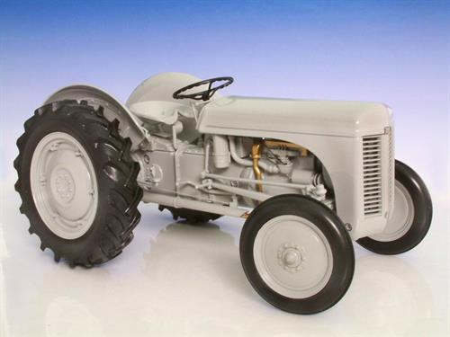 Massey Ferguson TEA20 - 1:16 - Universal Hobbies